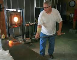 conway glass marvering hot molten glass