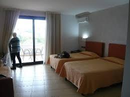 Grand Hotel Sofia: Bedroom With Balcony