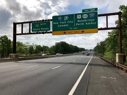 file 2018 05 20 09 55 28 view south along new jersey state route 444 garden state parkway