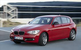 Red BMW 118i in motion on the pavement, Pictures 118i