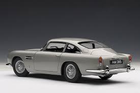 Amazon.com: Aston Martin DB5 Silver 1/18 by Autoart 70211: Toys ...