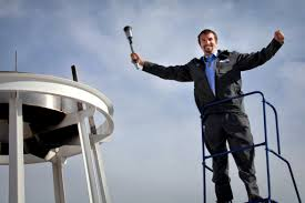 u s department of defense photo essay u s army staff sgt salvatore giunta medal of honor recipient cheers after lighting
