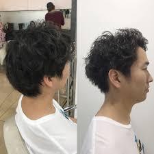 前髪を上げトップにボリュームを出すメンズパーマスタイル髪質とご希望