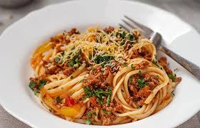The creamy tomato meat sauce gets stuck inside the pasta noodles and it's really yummy. Beef Ragu With Spaghetti Recipe Eatwell101