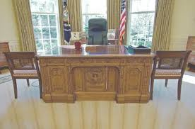 desk in oval office. desk in oval office h