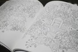 秋の夜長にはじめる大人のための塗り絵 阪急阪神百貨店ライフ