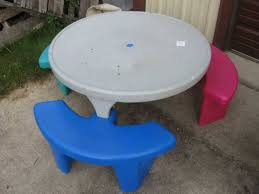 image of round kids plastic picnic table