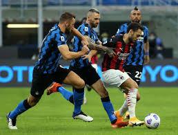 E' bufera su Calhanoglu | i tifosi del Milan furiosi per il passaggio all' Inter FOTO