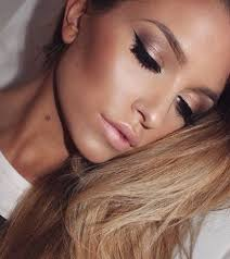 take a look at the best bronze wedding makeup in the photos below and get ideas for your wedding makeup look false eyelashes with a neutral chagne