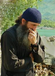 Imagini pentru călugăr care se roagă