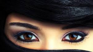 beautiful brown eyes picture in close up