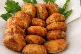 Karena dibuat dari kentang yang dilumatkan, perkedel seringkali mudah hancur saat digoreng. Resep Perkedel Kentang Padang Kornet Daging Tanpa Telur Ayam