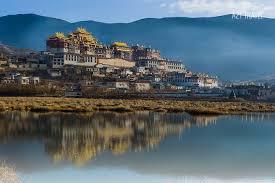 Kết quả hình ảnh cho Khu làng văn hoá dân tộc Tây Tạng ở gần Shangri-la.