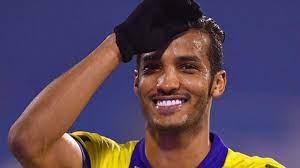 نايف هزازي.. أن تعطيك كرة القدم فرصة أخرى لإثبات نفسك