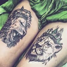фото татуировки львы в стиле графика татуировки на бедре