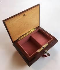 It is made in japan by sankyo. Speeldoos Sankyo Japan Jewellery Box Music Box Catawiki