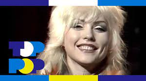 Toppop's Ad Visser congratulates Debbie Harry of Blondie with their number  1 hit 'Denis' in Holland. - YouTube