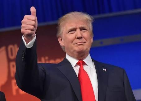 Trump cambia dólares por Túmins