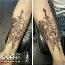 татуировки для мужчин эскизы на руке запястье плече 200 фото