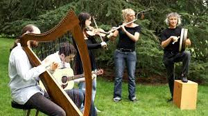 The folk music of ireland (also known as irish traditional music, irish trad, irish folk music, and other variants) is the generic term for music that. Traditional Irish Music By The Ghillie S Danse Kesh Jig Eddy Kelly Jig Et Drowsy Maggie Youtube