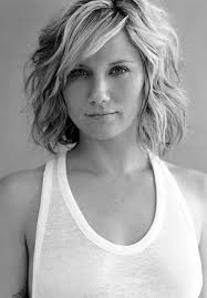 layered wavy hairstyle for short hair