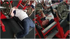 Bench Press Weight Chart Kg Video Powerlifting Champion Beats Challenging Bench Press
