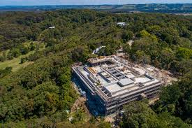 Star Island Concrete Design Corp Chris Hemsworth Building Concrete Palace On The Hills