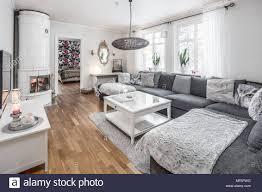Moderne Skandinavische Grau Und Weiß Wohnzimmer Mit Kamin