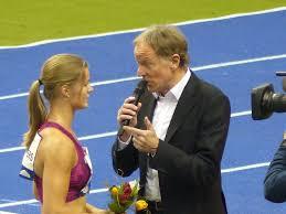 Februar 1973 erstmals eine frau eine deutsche sportsendung. Wolf Dieter Poschmann Moderiert Der Sport Chefreporter Des Zdf Leiht Seine Stimme Dem Metro Group Marathon Dusseldorf