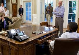 Barak obama oval office golds Congressional Gold The The New Yorker Electrospacesnet The Presidential Communications Equipment Under