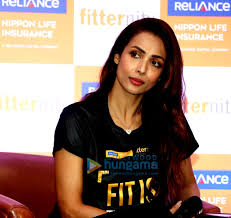 Reliance nippon life insurance company is amongst the leading private sector life insurance companies in india in terms of individual. Photos Malaika Arora Launched Walkpechal Campaign An Initiative By Reliance Nippon Life Insurance Company Malaika Arora Ashish Vohra Images Bollywood Hungama