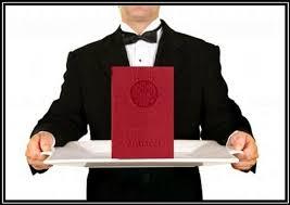 m Красный диплом поможет  И это при том что как утверждают работодатели из тысяч кандидатов на одну вакансию они реально могут рассматривать лишь 10 15