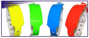 Контрольные браслеты на руку от ООО Фирма Силлар  Представленные у нас одноразовые контрольные браслеты изготовлены из непромокаемого прочного и нервущегося материала с перфорированным клейким замыкающимся