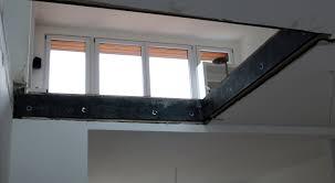Etagen mittels einer treppe miteinander. Wanddurchbruch Net Deckendurchbruch