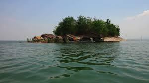 ระหว่างนั่งแพข้ามไปที่พัก Sweet home floating house กาญนะจ๊ะบุรี - YouTube