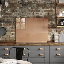 there s no denying the power of the colour copper when it comes to kitchens right now it s the perfect accent colour to so many materials adding a warming
