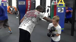 Roger Mayweather instructing son of ...