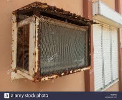 Alte Fenster Klimaanlage Und Fenster Mit Geschlossenen Rolling
