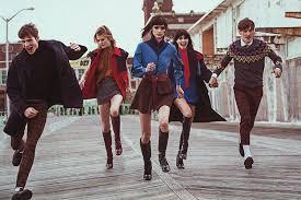 Модные образы в стиле 60-х: короткие юбки и пальто-трапеции ...