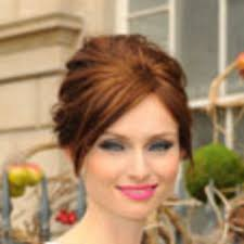 can we discuss the bright pink lipstick general loveliness sophie ellis bextor aka my new makeup crush has going on here