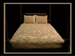 Hawaiian Quilts by Gr8 HAWAIIAN GIFT COMPANY & Tuberose and Pikake Bedspread (Mocha & Off White) Adamdwight.com