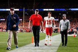 Patrick Mahomes ruled out with knee injury