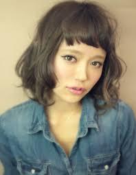 前髪オン眉の切り方を簡単にショートボブヘアアレンジ 人気