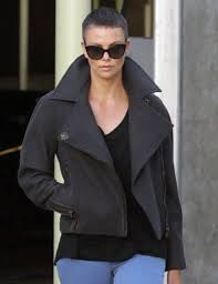Charlize Theron Short Hair Style charlize theron short hair 03 gotceleb 4485 by wearticles.com