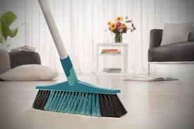 Kratzer, risse oder druckstellen entfernen laminat kannst du nicht wie parkett abschleifen, um solche stellen zu reparieren. Bodenbelage Reinigen Pflegen Und Reparieren Hornbach