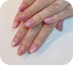 ピンクベージュのグラデーションとホログラムの梅の花 Nailtarot n