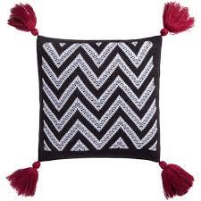 <b>Подушка Levin</b>, <b>черно-белая с</b> красными кистями Купить