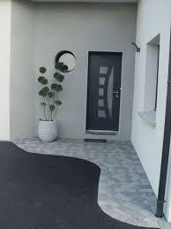 la porte d entrée premier élément que l on voit en arrivant doit soigner sa déco voici des idées pour sublimer l entrée de la maison et faire une bonne
