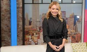 Kelly Ripa turns heads in a look no one ...