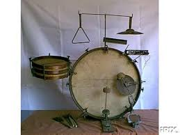 vintage rusted small drum set